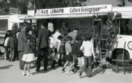 """Le stand """"Agriculture biologique"""" au salon de l'Agriculture de 1970."""